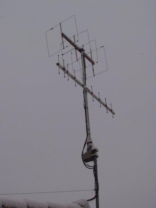 V-UHF dans Divers